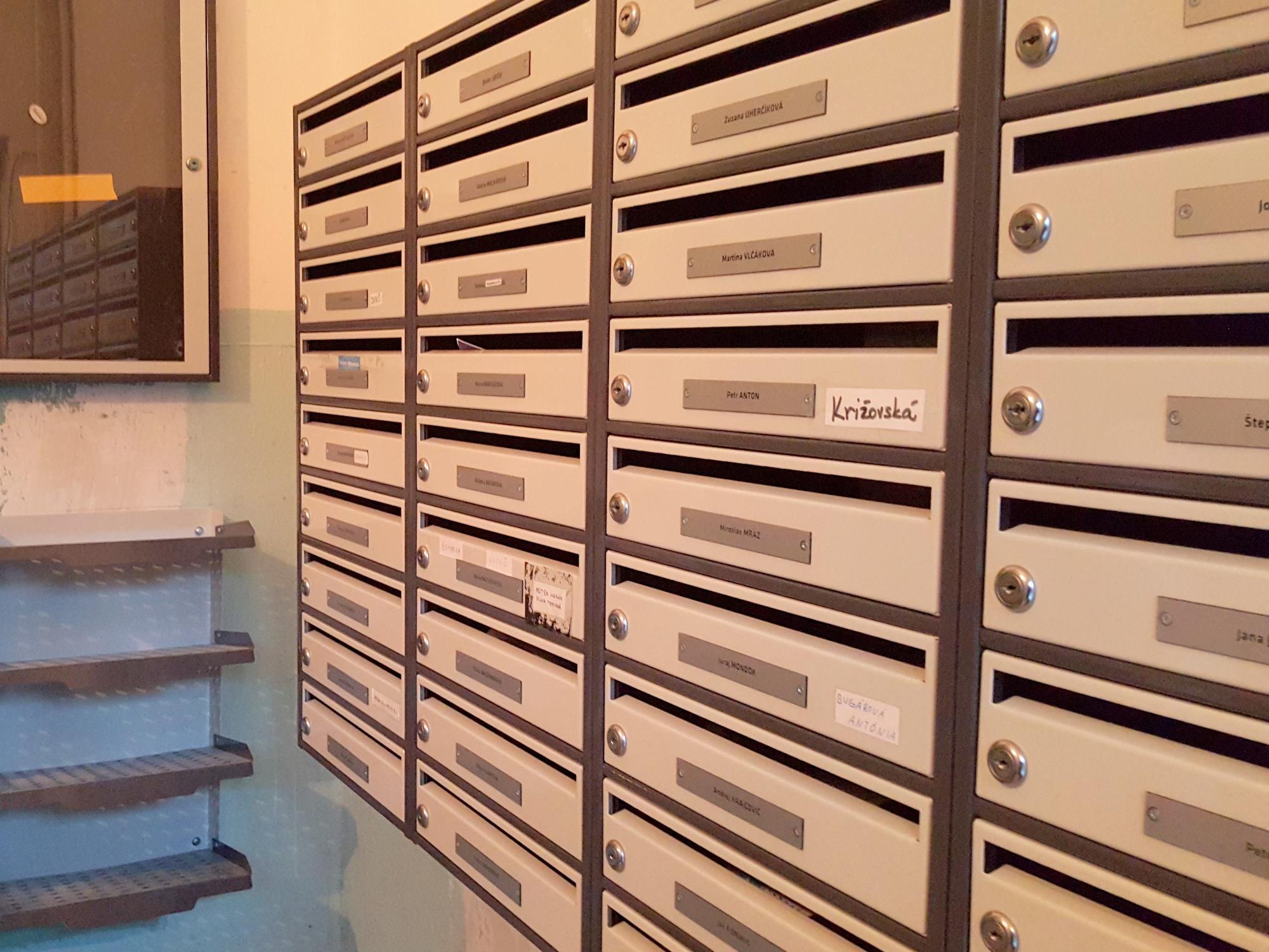 Vodorovné poštové schránky