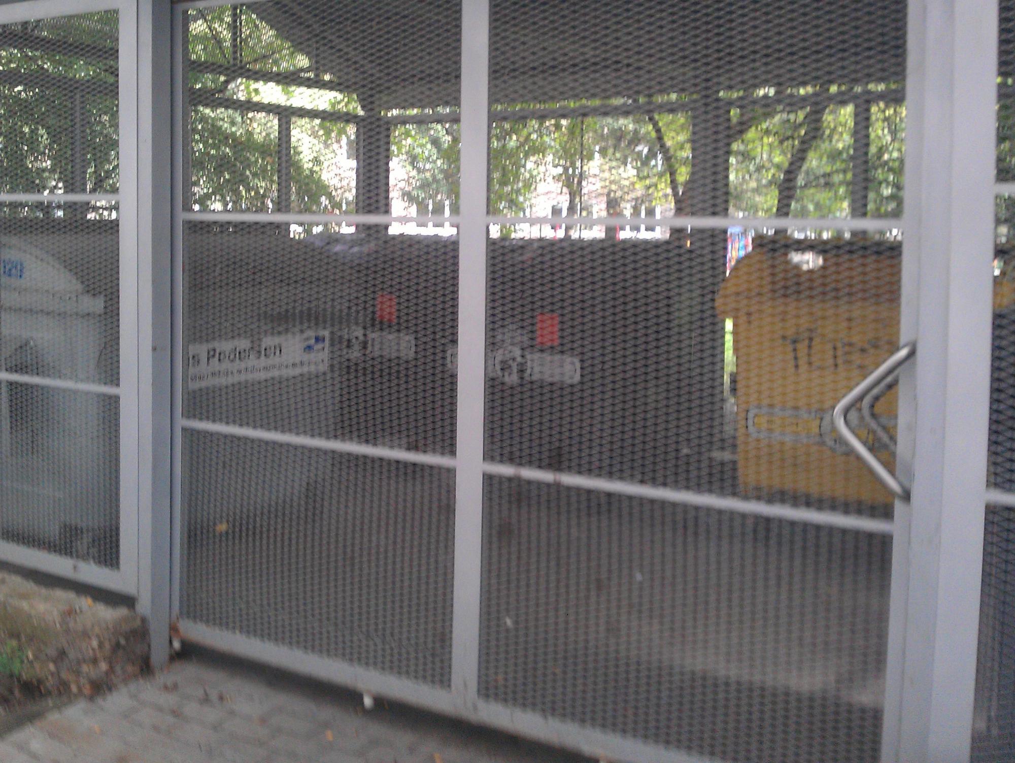 Smetiskové stojiská a solárne panely