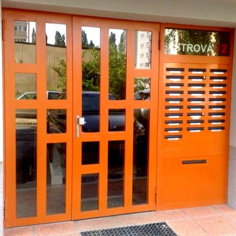 Vchodové brány do bytových domov