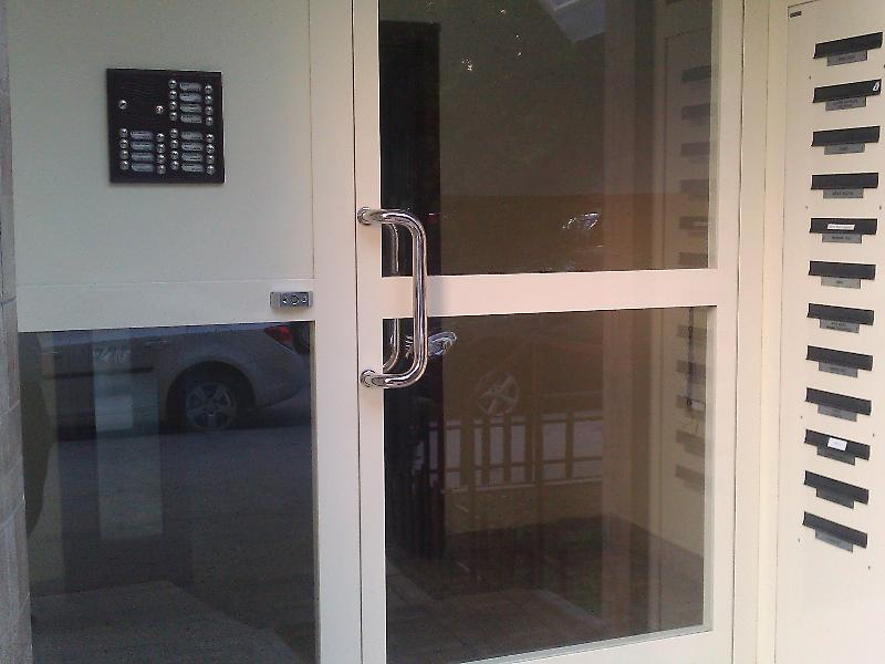 Brána typ U s rohovými poštovými schránkami