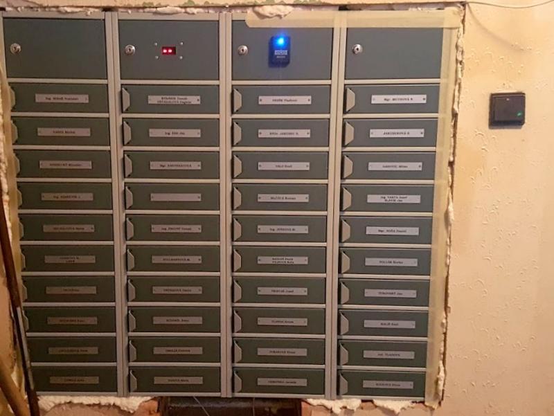 Schránky ELBOX - otváranie na čipový kľúč pohľad z interiéru