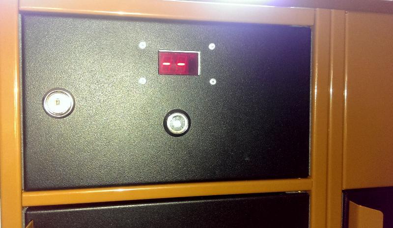 Technická skrinka pre riadiacu jednotku otvárania zámkov dvierok