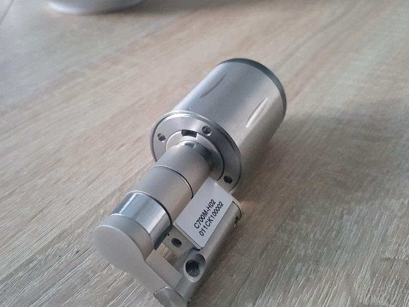 Uzamykanie pomocou cylindrickej vložky ovládanej čipovými kľúčmi detail