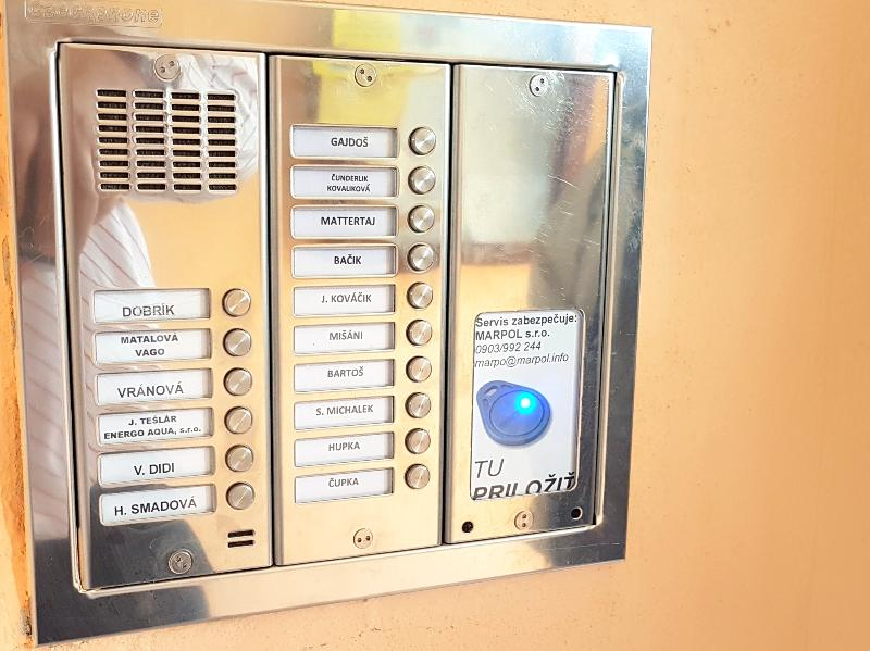 Tablo pre 16 bytov vrátane snímačky príveskov