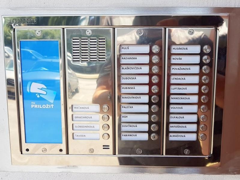 Tablo pre 24 užívatreľov a čipové kľúče