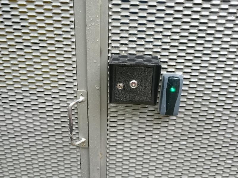 Ovládanie smetiskového stojiska kontaktným aj bezkontaktným čipovým kľúčom