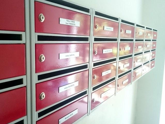 Jednostranné poštové schránky bez záklopky